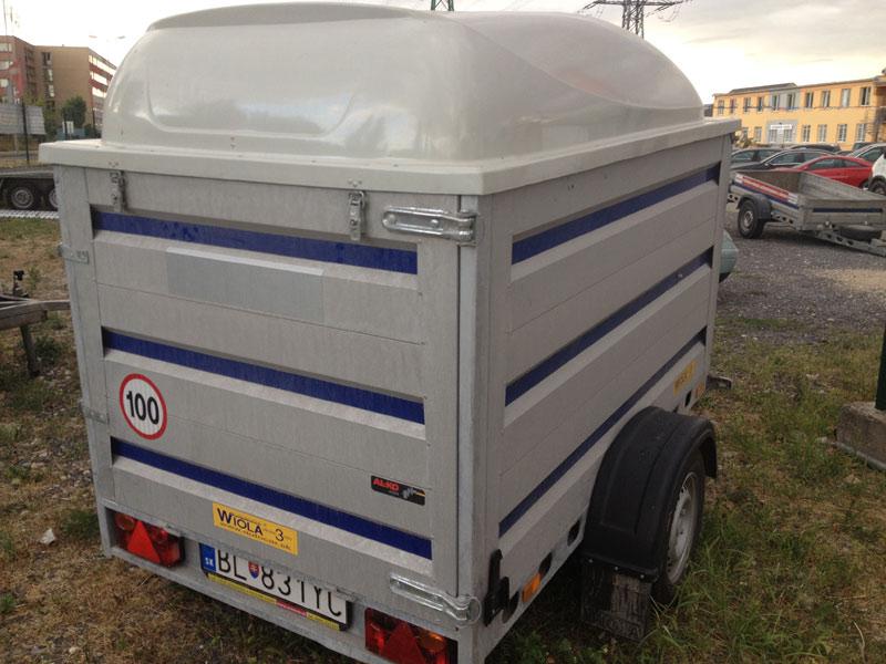 Prívesný vozík s laminátovým krytom (1 ks)